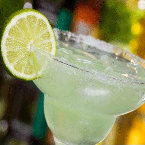 Margarita glass with a lemon slice